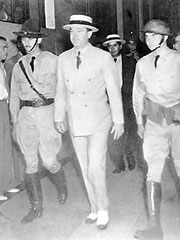 Huey Long surrounded by armed guards in the Louisiana State Capitol