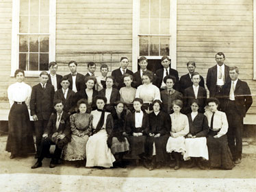 Huey Long (top row, fourth from left) and his classmates pose for a group photograph outside their school.